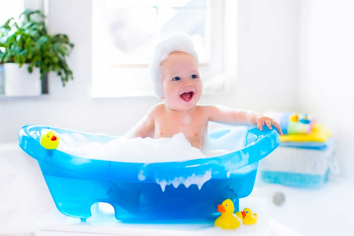 742525b8a65a Il primo bagnetto del neonato è uno dei momento più importanti ed  emozionanti nella vita di un genitore. È un evento particolare, intimo,  pieno di emozioni, ...